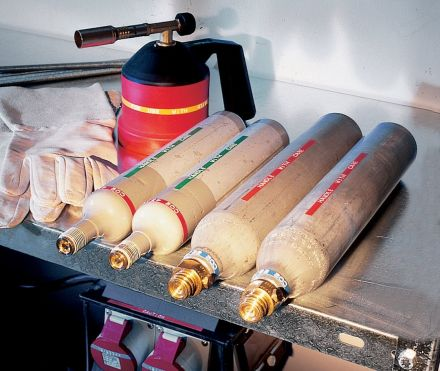 Индустриален принтер Dymo M1011 metal tape embosser - за печат на релефни етикети
